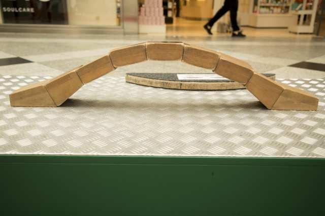 <b>Begehbarer Bogen</b><br> Kann ein Bogen aus Bauklötzen das Gewicht eines Menschen tragen?