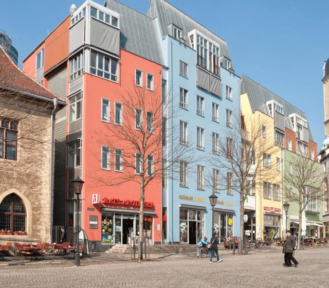 Verwunschene Gassen treffen auf interessante Gebäude aus verschiedenen Jahrhunderten: Schon beim Bummel durch Jenas Innenstadt kommen. Kulturliebhaber voll auf ihre Kosten
