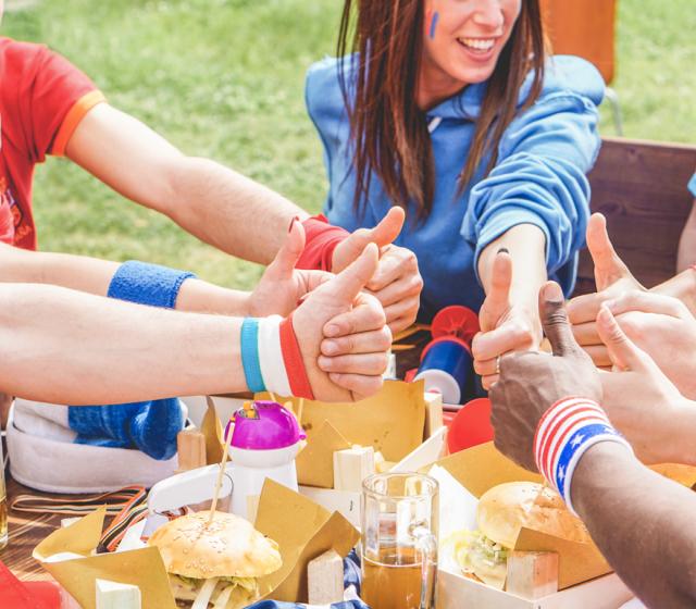 Zur WM wird gefeiert – und zwar eine große Fußballparty mit Freunden.